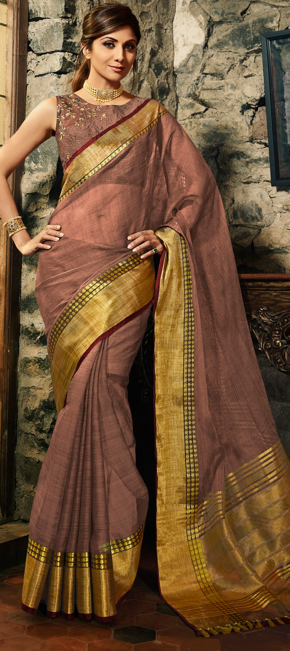 WHY ARE SILK SAREES THE HOT CHOICE FOR WEDDING?