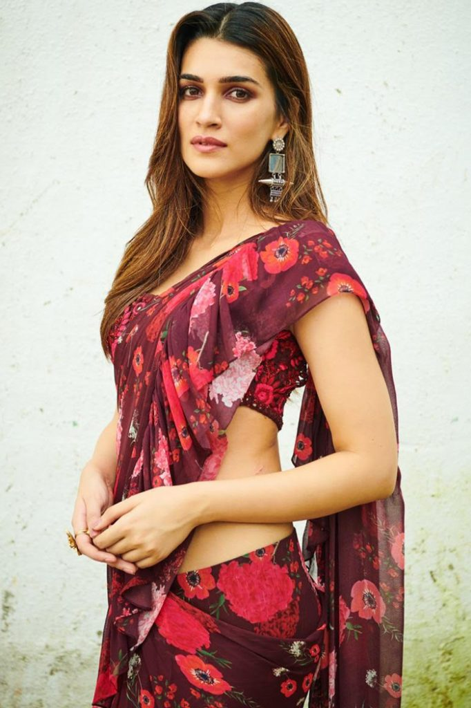 Kriti-Sanon-in-a-red-floral-printed-saree