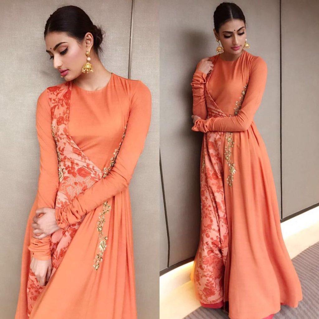 Long Anarkali kurta makes you look royal